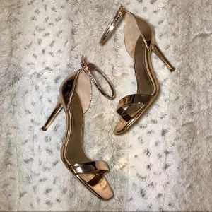 🔥NWT Metallic Rose Gold Heels by Guess size 7
